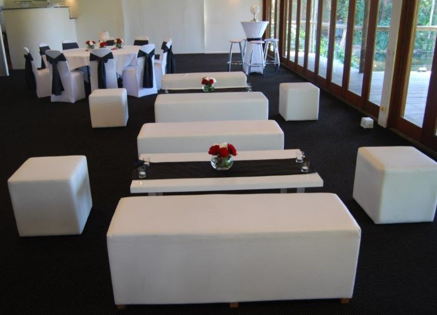 Black Bows Chair Covers White Coffee Tables Ottomans Hi Dry Bars Red Roses Breakers Room