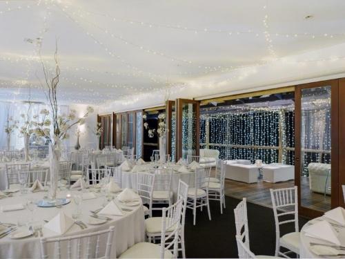 Tiffany  / Zig Zag / Fabric backdrop / Venue round