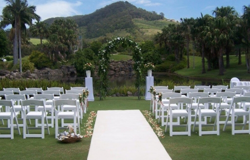 Wedding ceremony Betting tee, fiscus arbour, white pillars, white carpet bridal isle Pacific Bay Resort
