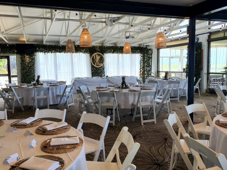 Backdrop 5 Forest Greenery Door Framing + White Satin, Malibu chairs, Pineapple table decoration, MR & MRS Sign