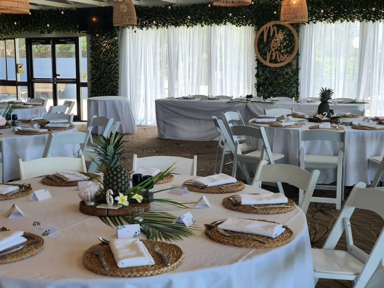 BBackdrop 5 Forest Greenery Door Framing + White Satin, Malibu chairs, Pineapple table decoration, MR & MRS Sign