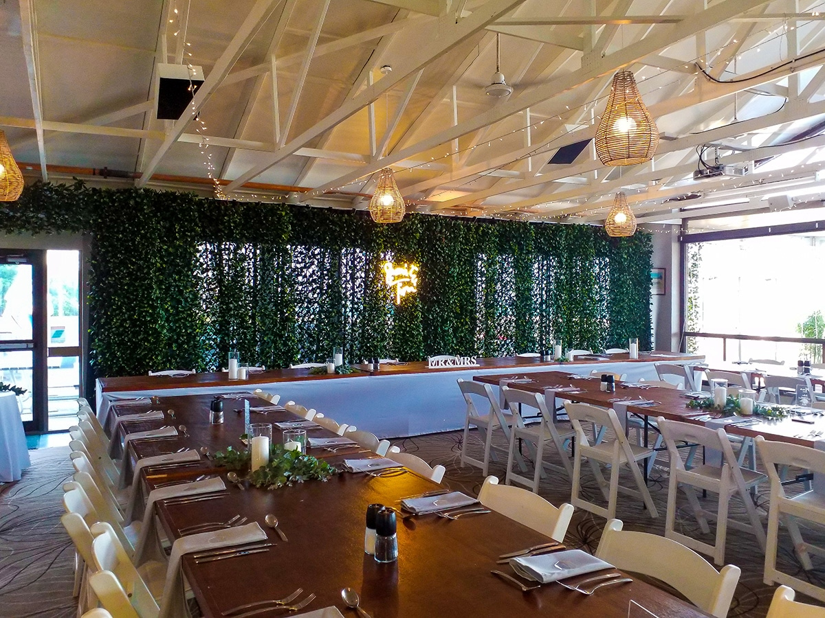 Backdrop 4 Forest Greenery Full, Malibu chairs, Timber topper brown tables
