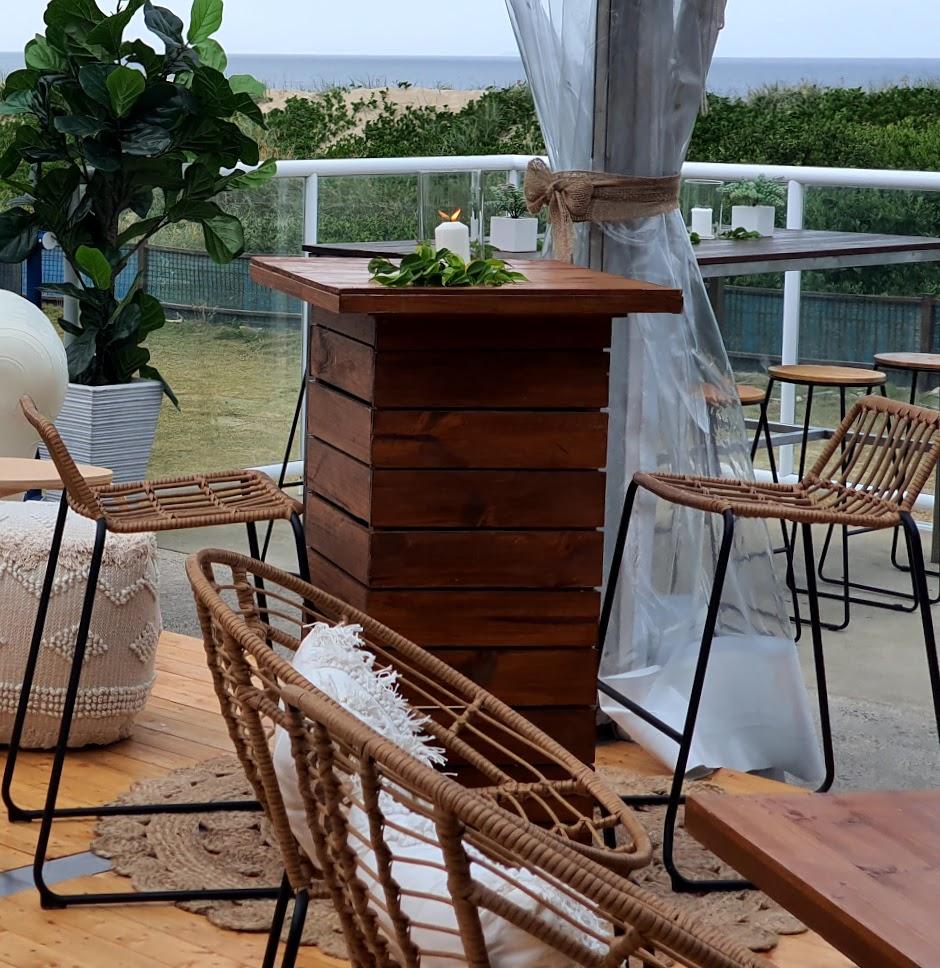 Cocktail style Hi dry bar + Rattan stools
